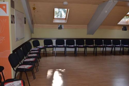 """Trening sala za aktivno učenje """"Osman Hasić"""" - U trening sali se nalaze stolice i stolovi, čiji se raspored može mijenjati po želji organizatora."""