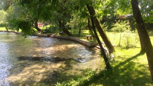 Prirodni bazen s plitkom vodom iz rijeke Une