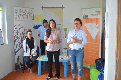"Obraćanje: Nela Bašić, World Vision BiH i Asja Dizdarević, Organizacija ""Osmijeh za Osmijeh"""